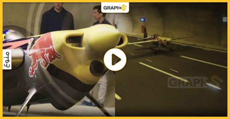 طيار إيطالي يحلق بطائرته بشكل غير مسبوق