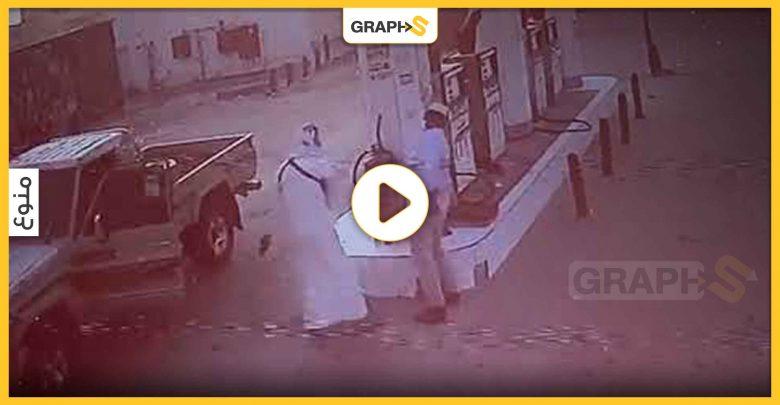 شجار في محطة وقود أدى إلى إطلاق الرصاص على العامل وكاميرات المراقبة توثق في هذا البلد الخليجي - فيديو