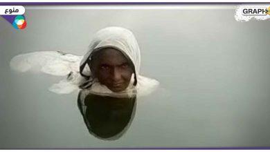 بالفيديو|| قصة امرأة هندية تعيش بالماء منذ 20 عاماً وتأكل بالشهر مرتين