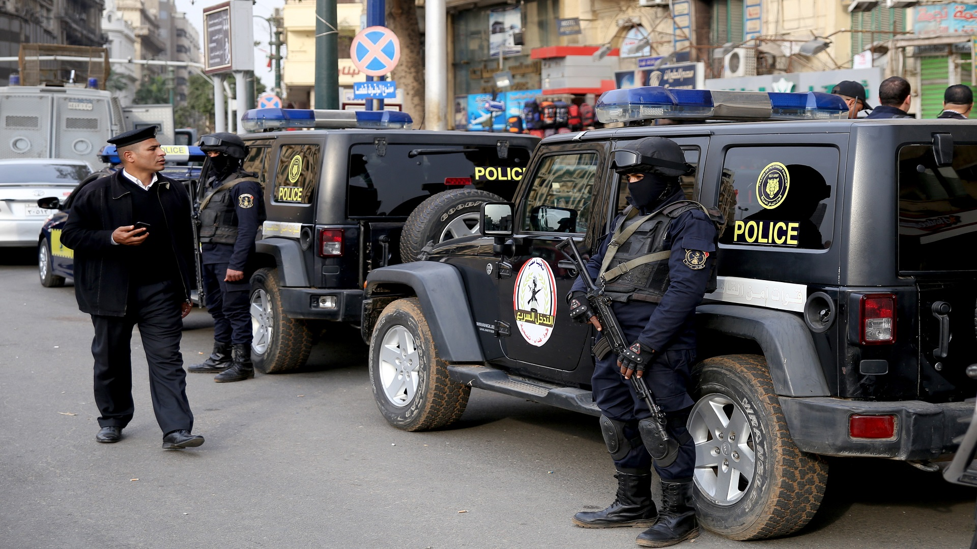 مصر: القبض على شبكة للأعمال المنافية للآداب داخل حي راقٍ.. بينهم رجال ونساء من عائلات شهيرة