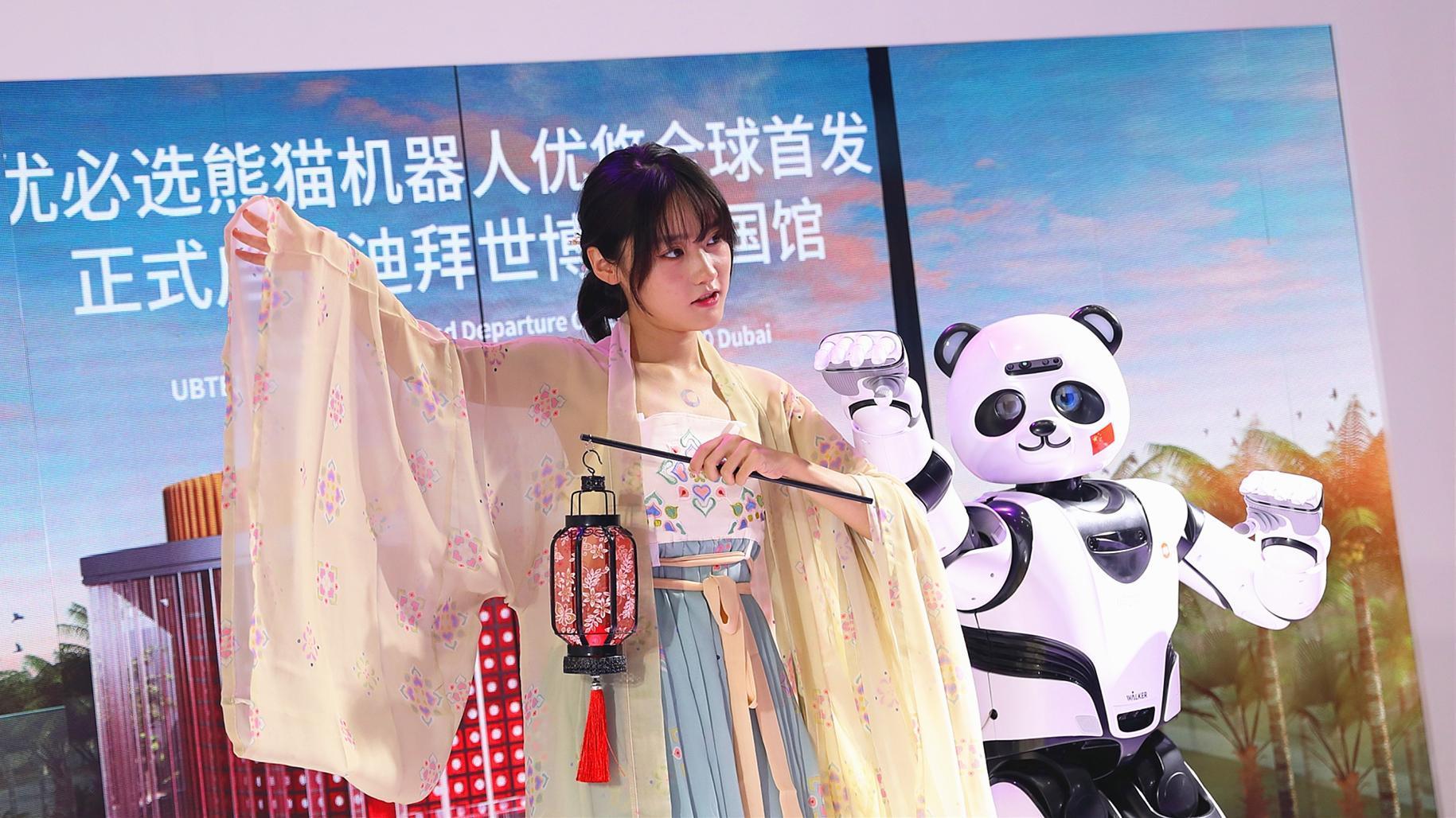 """""""يؤدي الرقصات ويلعب التاي شي""""..تعرف على روبوت الباندا الذي صنع خصيصاً لزوار إكسبو دبي 2020"""