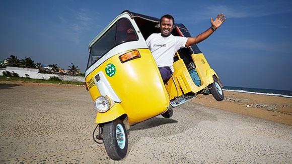 """سائق """"توك توك"""" هندي يدخل موسوعة """"غينيس"""" لأطول قيادة على عجلتين"""