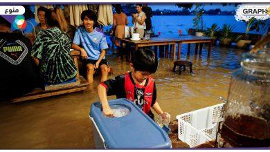 بدلاً من اغلاقه تحول لمعلمٍ سياحيٍ بارز.. فيضان يتسبب في زيادة الإقبال على مطعم تايلندي