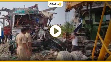 بالفيديو||حادث مأساوي يتسبب بمصرع 12 شخصاً وإصابة العشرات..والسبب قطيعٌ من الماشية