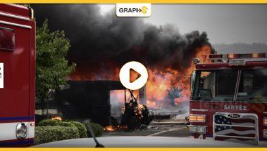 بالفيديو|| حادث مروع في أميركا.. سقوط طائرة وسط حي سكني بالقرب من مدرسة ثانوية