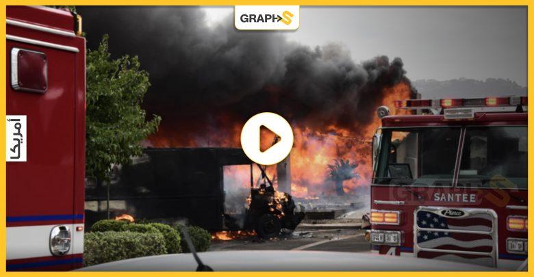 بالفيديو   حادث مروع في أميركا.. سقوط طائرة وسط حي سكني بالقرب من مدرسة ثانوية