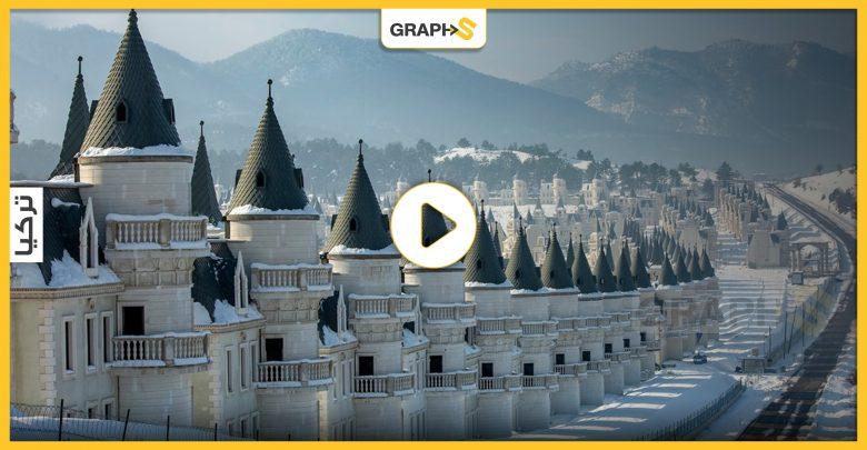 """تَعرّف على """"مدينة الأشباح"""" الفاخرة في تركيا.. فيها مئاتٌ من القصور الخاوية التي لم تطأها قدم ساكنٍ من قبل"""