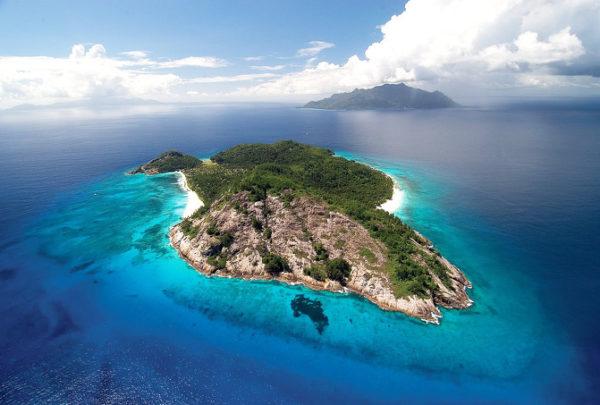 """""""كاست أواي"""" أشهر أفلام الممثل الأميركي توم هانكس يصبح حقيقة.. رجلان يضيعان وسط المحيط وينتهي بهما المطاف على جزيرة نائية"""