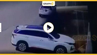 في السعودية.. أربعيني يحرقُ سيارة فاخرة ويفر هارباً وكاميرا المراقبة تكشف تفاصيل الحادثة