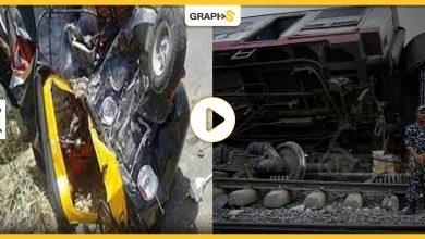 """حادث مروع في مصر: تهور شاب يتسبب بكارثة.. قطار يتحرك بسرعةٍ هائلة يدهس """"توك توك"""""""