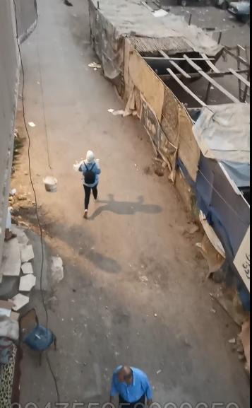 احتجاز فتاتين ووالدتهما من قبل شخص مقرب بسبب الميراث.. ومحاولة إحداهنّ الهرب والنتيجة كانت محزنة - فيديو