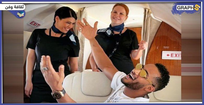 محمد رمضان ينشر مقطعاً جديداً لمضيفة الطيران ويكشف عن جنسيتها