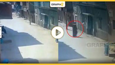 مصرية تنهي حياة جارتها العجوز وتضعها في كيس بلاستيكي وكاميرا المراقبة توثق الحادثة - فيديو