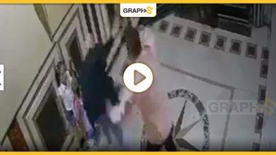 بالفيديو|| انتشار مقطع مصور لاعتداء رجل على سيدة أمام ابنتها داخل عقار في مصر وتحرك عاجل للسلطات