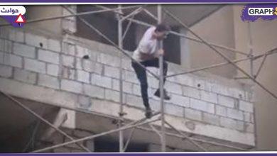 """بالفيديو   لبناني يصعد مكاناً مرتفعاً ويهدد برمي نفسه..""""بموت وما بنزل"""""""