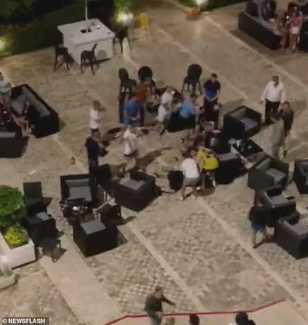 بالفيديو   اندلاع شجار عنيف داخل فندق تركي بين سائح روسي وآخر بريطاني بسبب فتاة