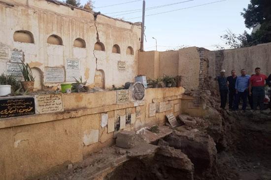 شاهد: خروج أكفنة الموتى وبقاياهم .. واقعة مؤلمة تثير ضجة في مدينة طنطا بمصر