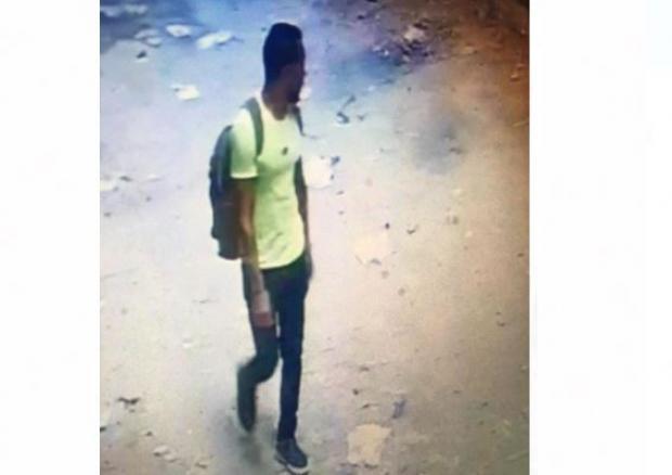 شاهد: في مصر.. كاميرات المراقبة توثق عملية تحرش بفتى صغير ويثير ضجة كبيرة