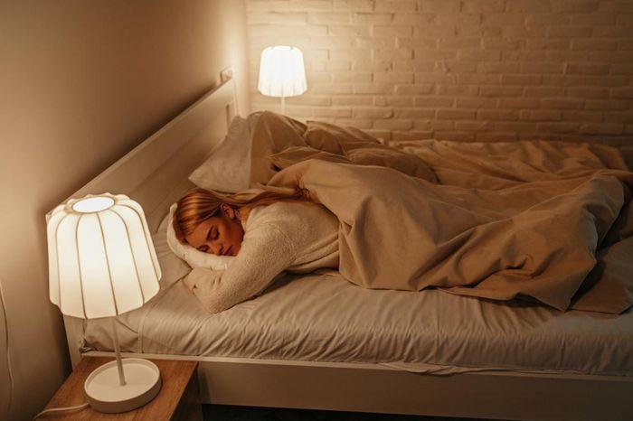 ما تأثير المصابيح الموفرة للطاقة على جودة النوم.. فريق من جامعة أمريكية يجيب